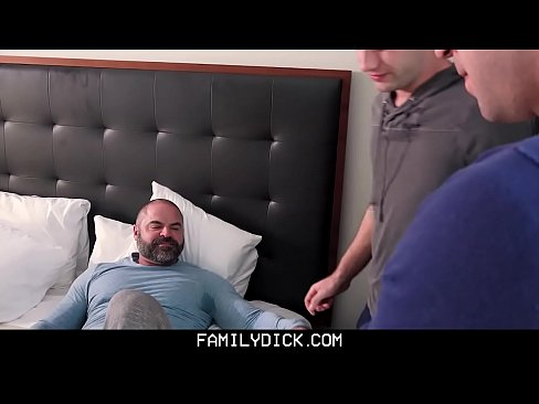 FamilyDick – Daddy Has Threesome With Boys