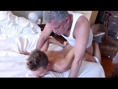 Cute Twink Get Fucked By Two Daddies
